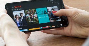 Quem ama assistir a filmes e séries para passar o tempo sabe que ter o melhor aplicativo para assistir filmes baixado no seu celular faz toda a diferença